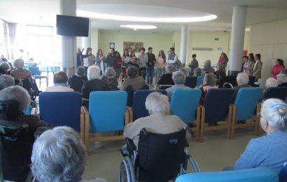 A poesia, dança, pintura  e música visitaram o Centro Geriátrico Canto D`Encanto