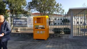 """""""Projeto Amigo"""": Roupa usada dá origem a projeto social"""